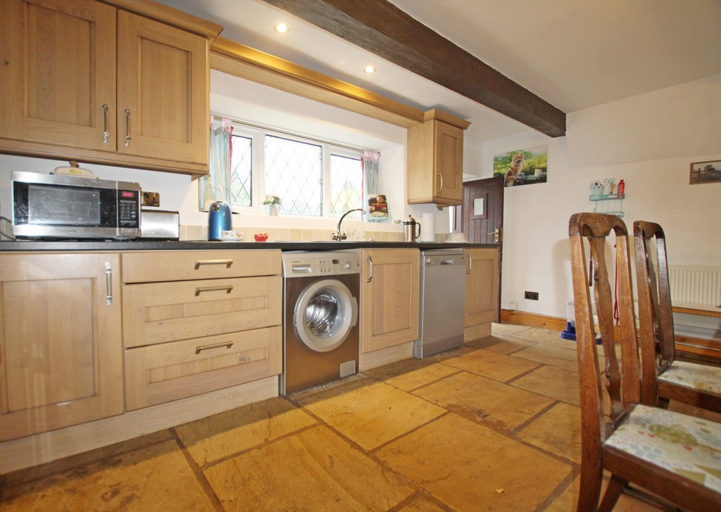 2 bedroom cottage house For Sale in Accrington - photograph 6.