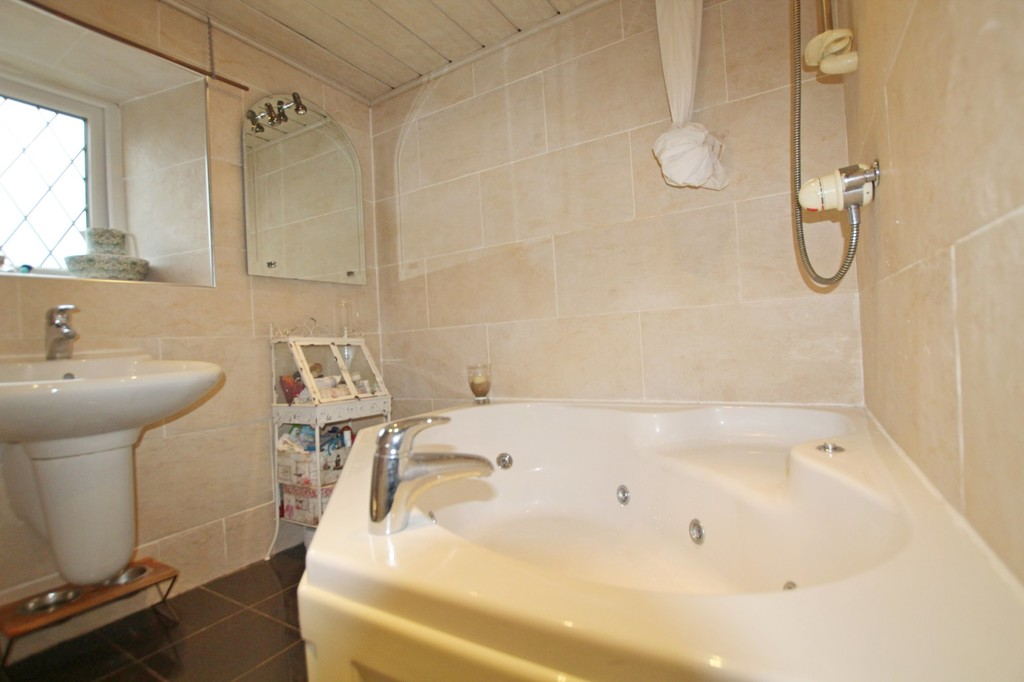 2 bedroom cottage house For Sale in Accrington - photograph 13.