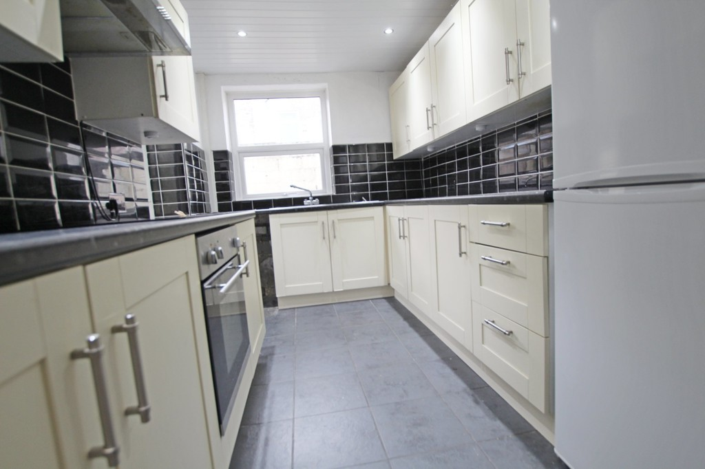 3 bedroom mid terraced house SSTC in Accrington - photograph 6.