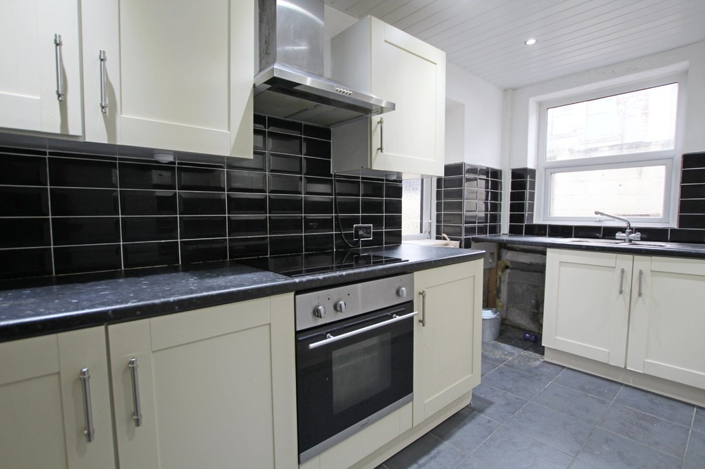 3 bedroom mid terraced house SSTC in Accrington - photograph 7.