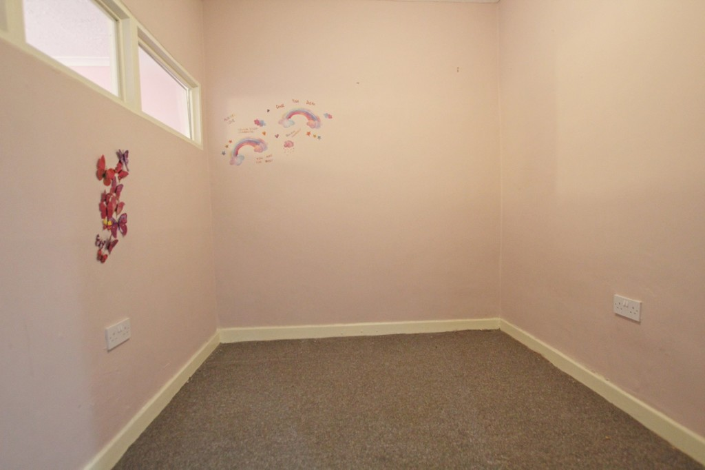 3 bedroom mid terraced house SSTC in Accrington - photograph 10.