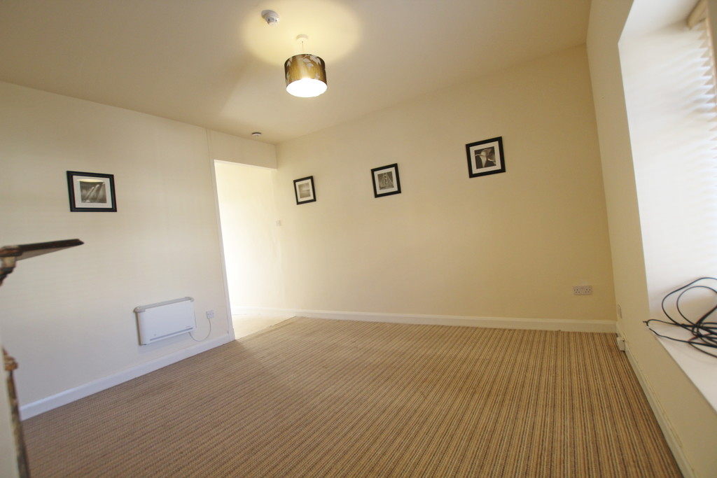 1 bedroom flat Let Agreed in Accrington - photograph 4.