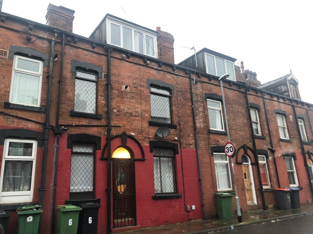 6 Whingate Avenue, Armley, Leeds, LS12 3RE