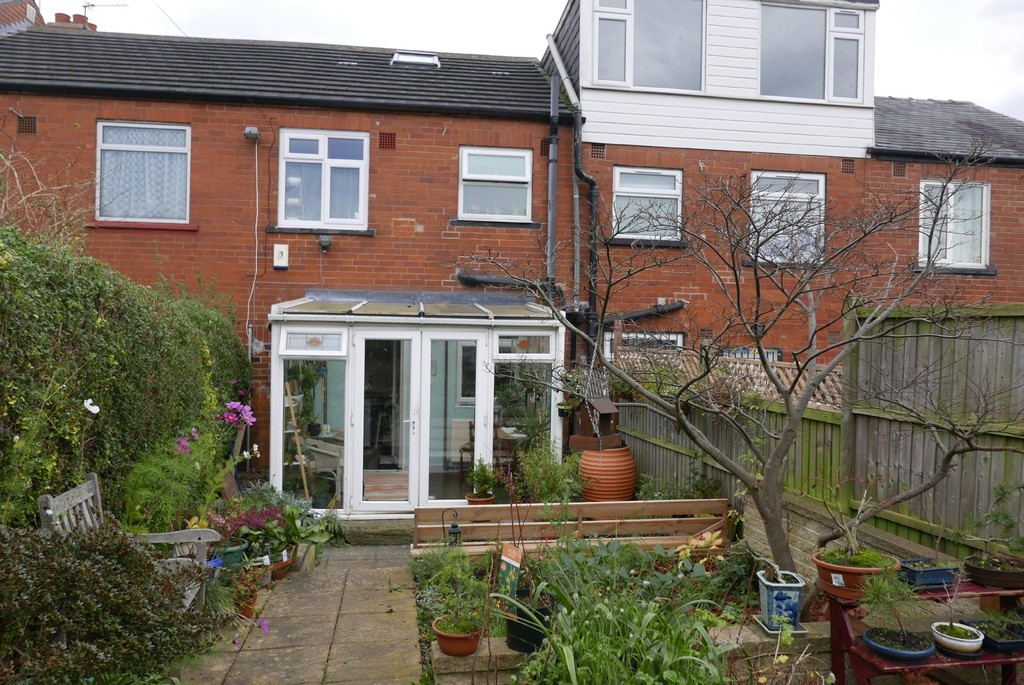 33 Armley Grove Place Armley Leeds LS12 1PT