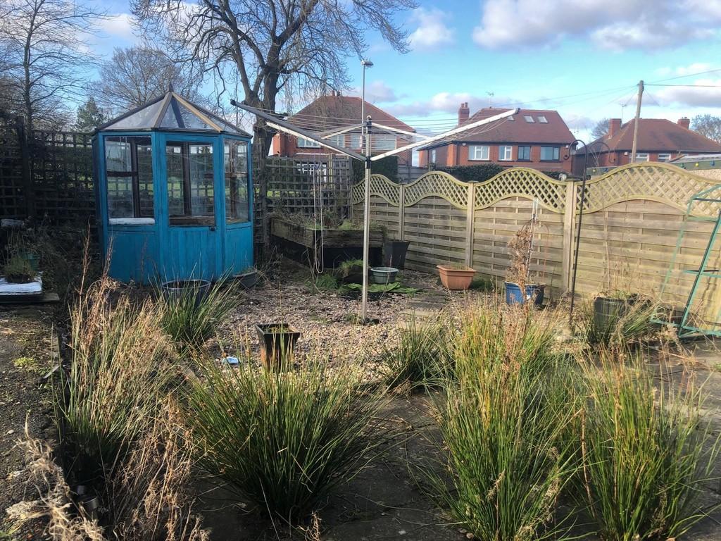 8 Castle Ings Gardens, New Farnley, Leeds, LS12 5EG