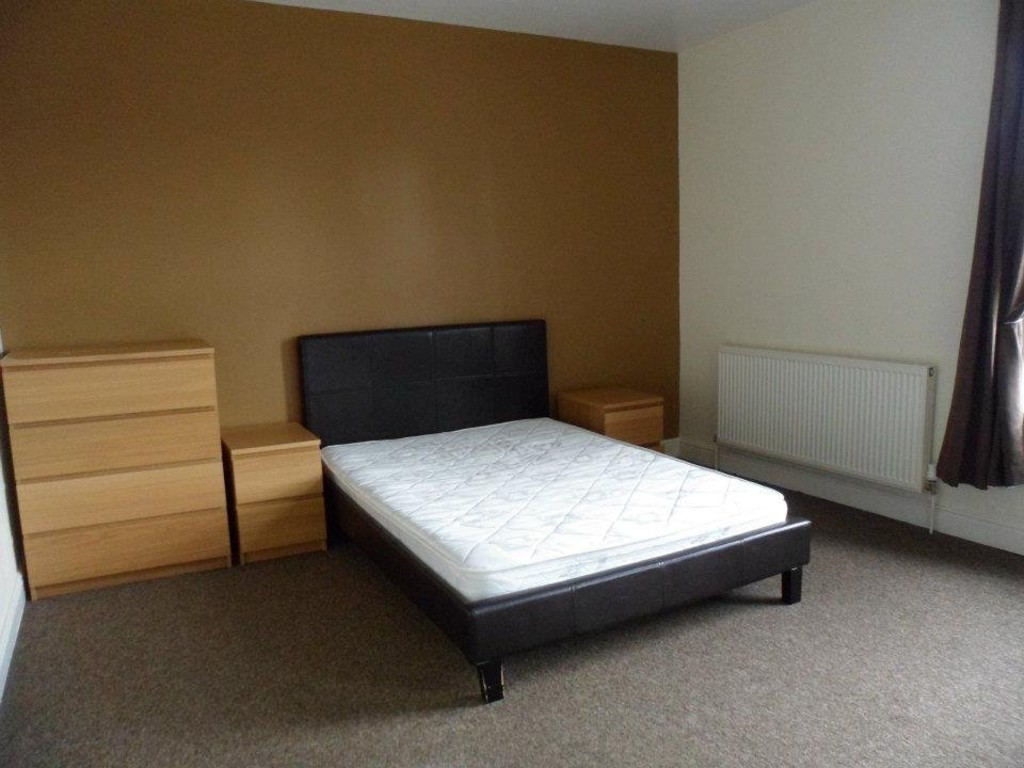 10 Salisbury Grove, Armley, Leeds, LS12 2AS