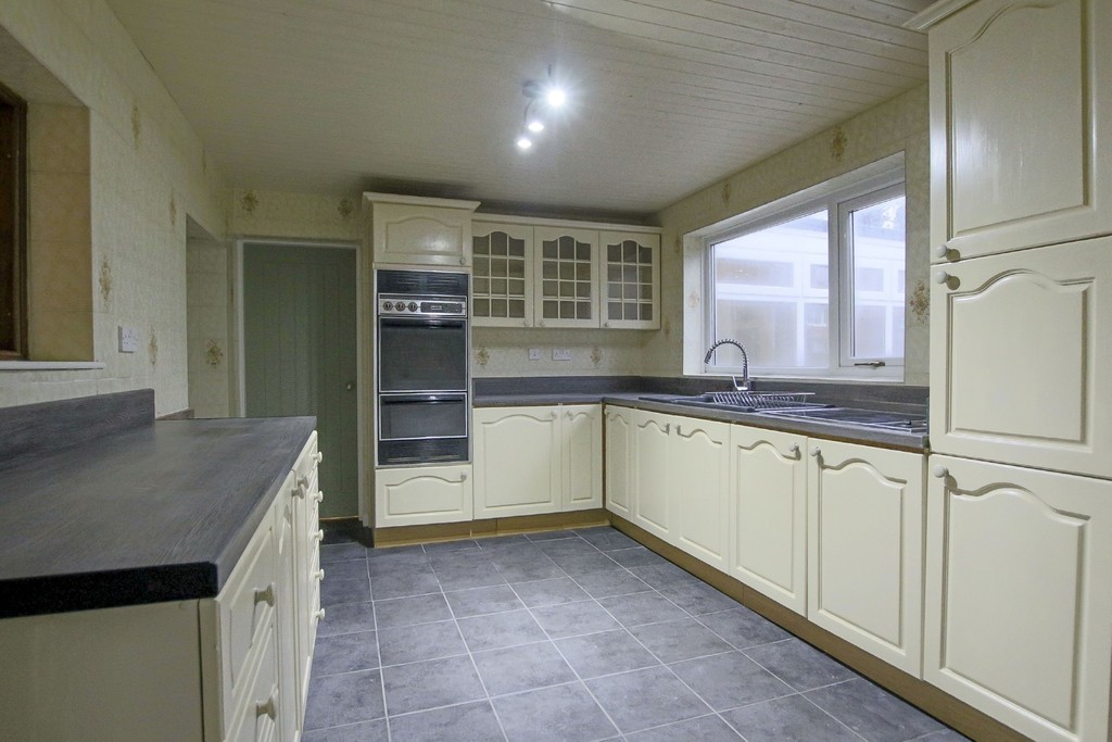 2 Bedroom Link Detached House To Rent - Image 2
