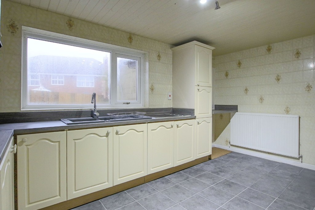 2 Bedroom Link Detached House To Rent - Image 13
