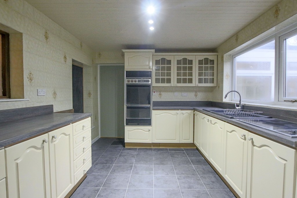 2 Bedroom Link Detached House To Rent - Image 15