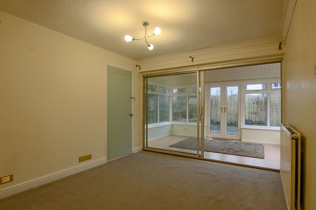 2 Bedroom Link Detached House To Rent - Image 4