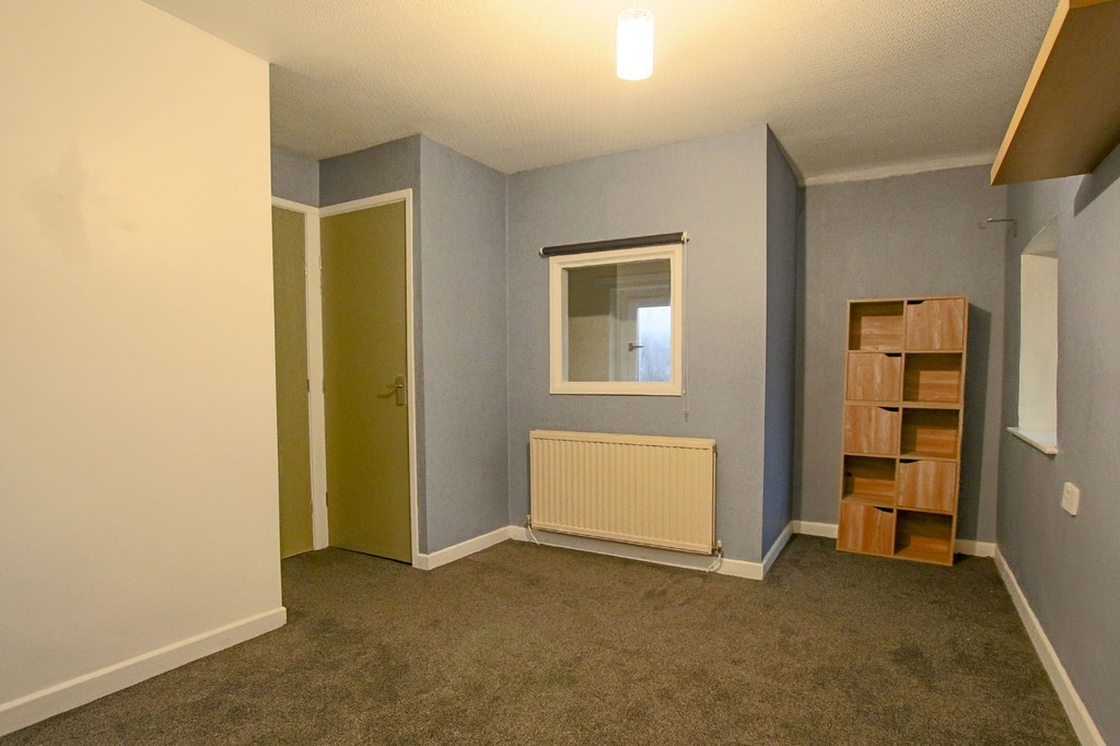 2 Bedroom Link Detached House To Rent - Image 6
