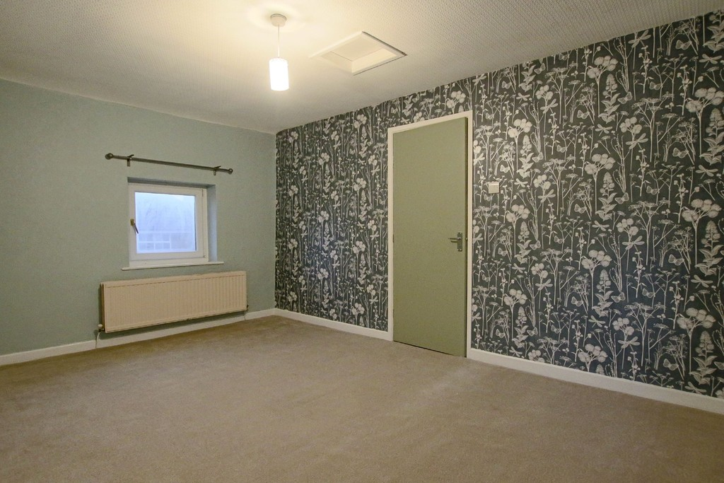 2 Bedroom Link Detached House To Rent - Image 7