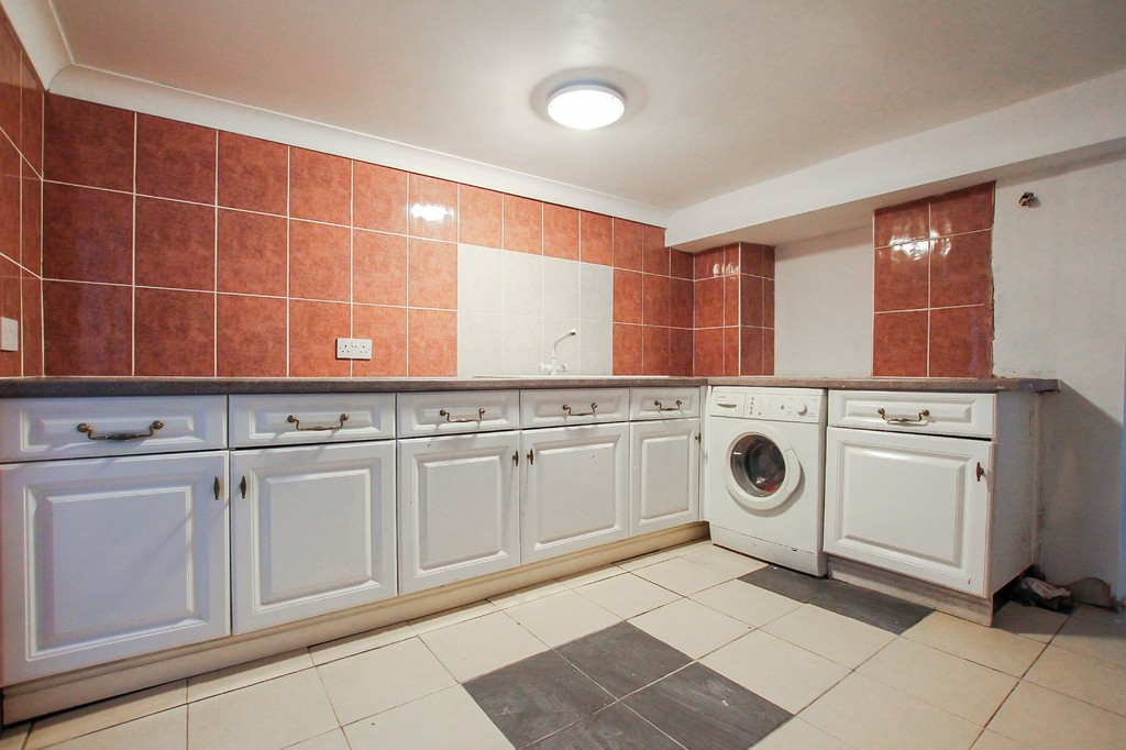 5 Bedroom End Terraced House To Rent - Image 11