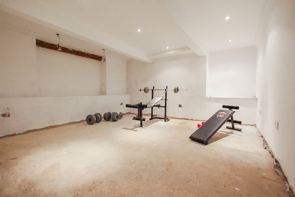5 Bedroom End Terraced House To Rent - Image 10