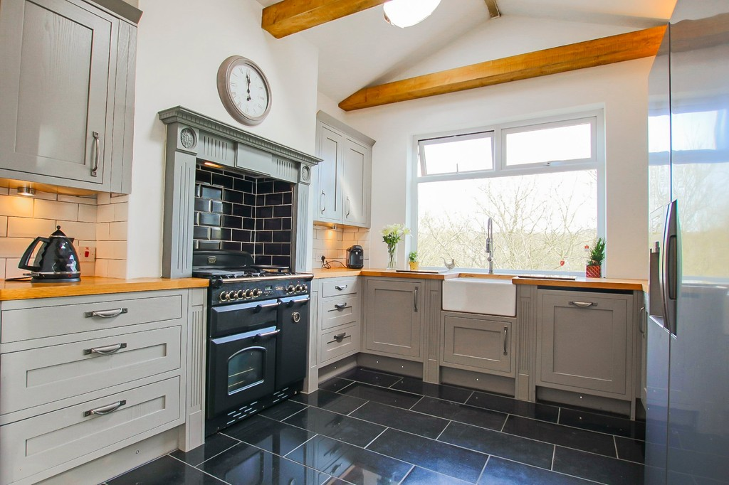 5 Bed End Terraced House To Rent - Main Image