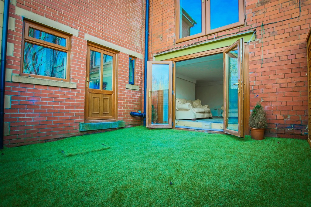 5 Bedroom End Terraced House To Rent - Image 12