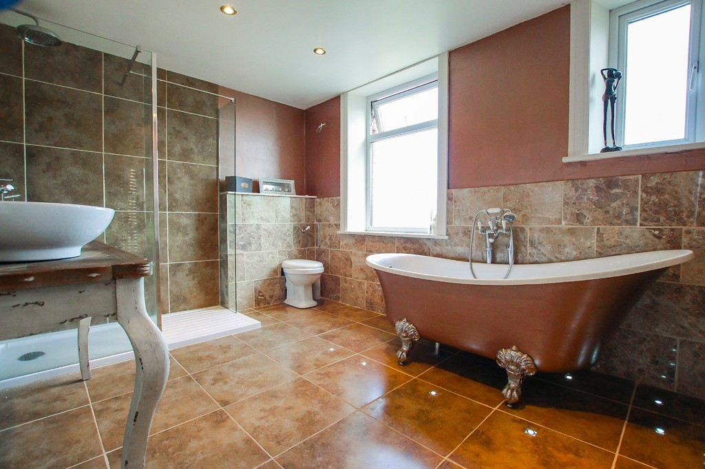5 Bedroom End Terraced House To Rent - Image 2