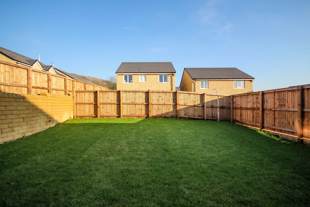 4 Bedroom Detached House To Rent - Image 12