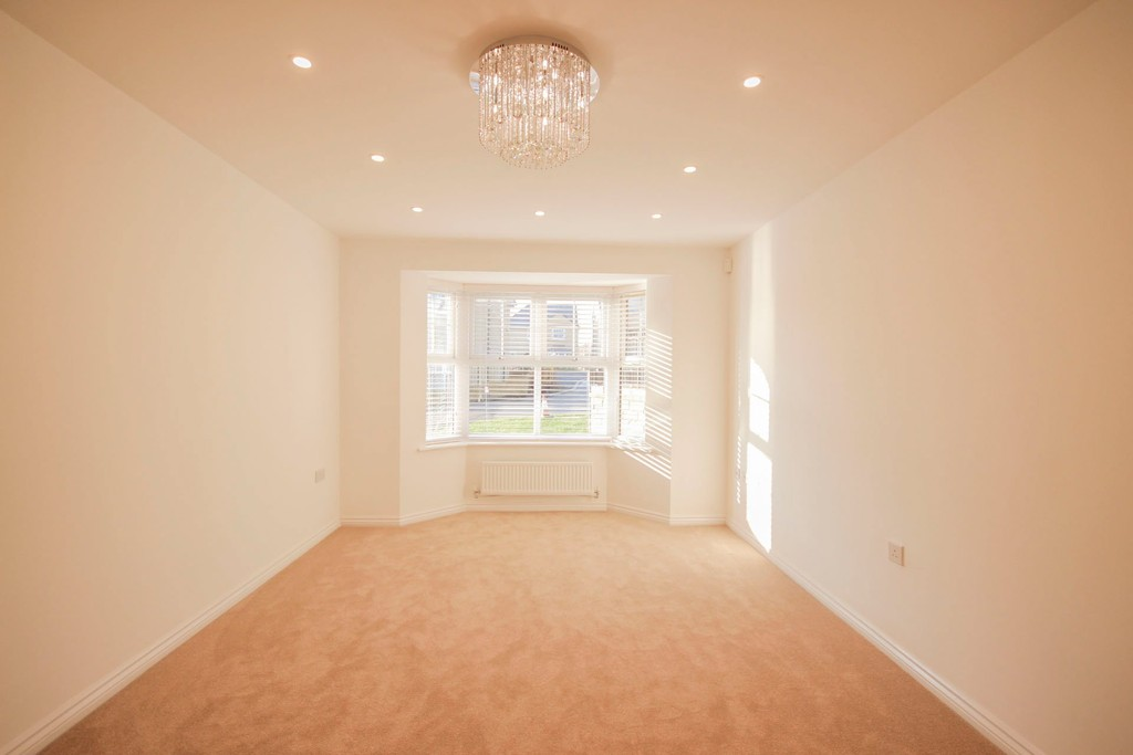 4 Bedroom Detached House To Rent - Image 2