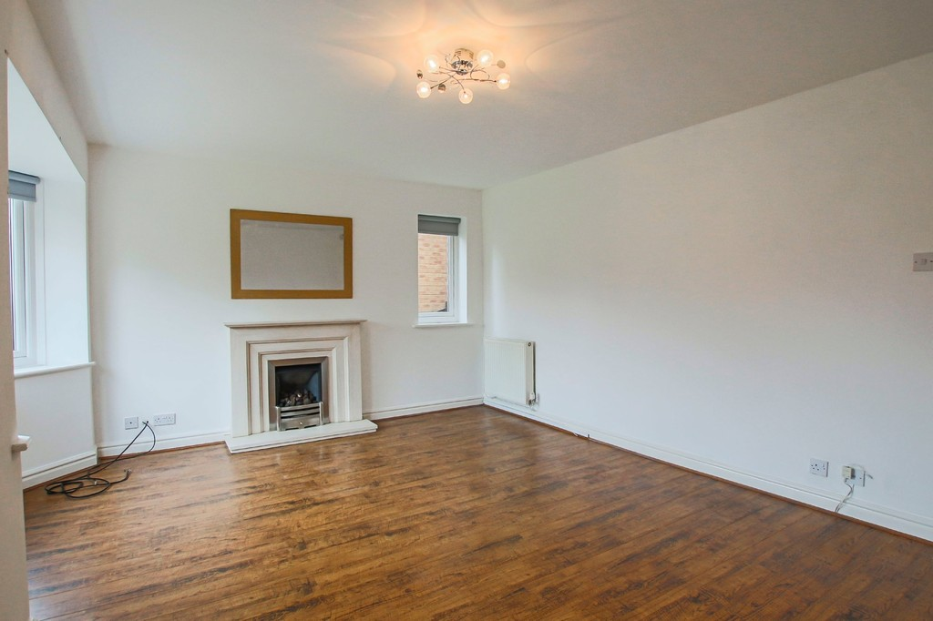 4 Bedroom Detached House To Rent - Image 2