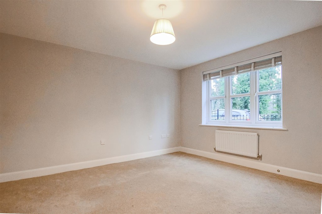3 Bedroom Mews House To Rent - Image 10