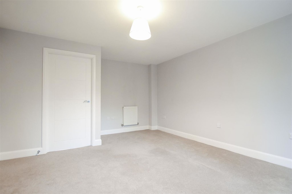 3 Bedroom Mews House To Rent - Image 11