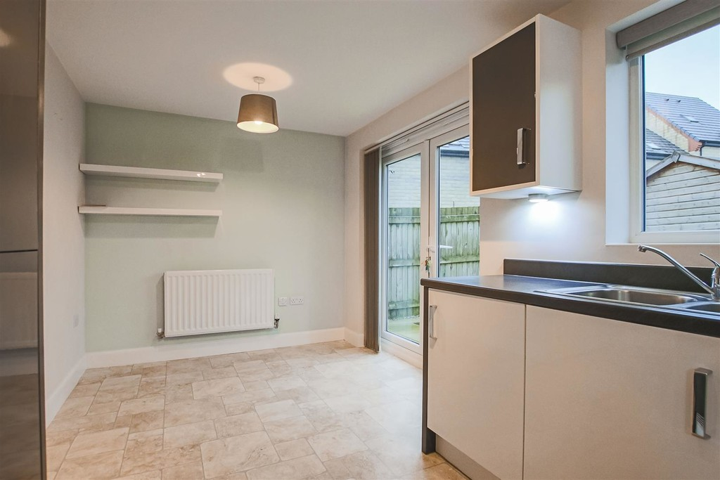 3 Bedroom Mews House To Rent - Image 9