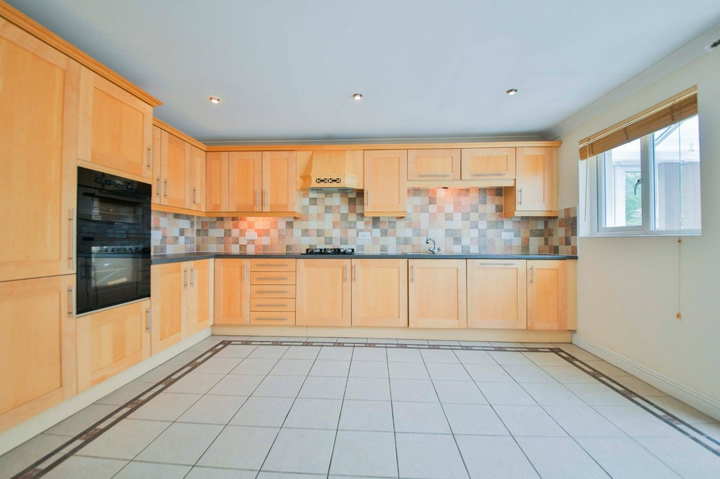 5 Bedroom Detached House To Rent - Image 3