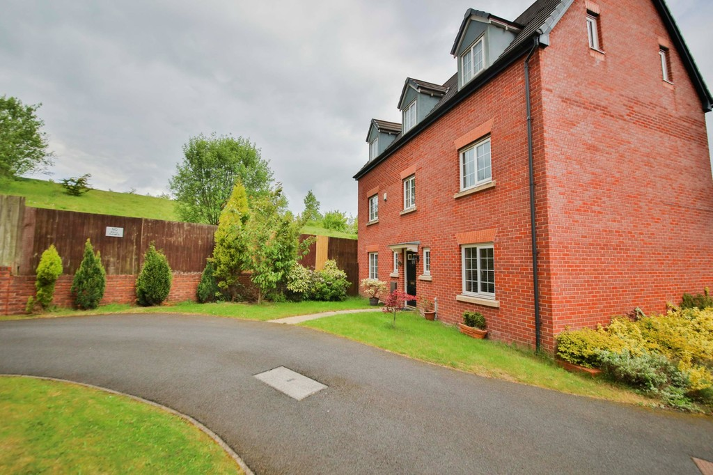 5 Bedroom Detached House To Rent - Image 12