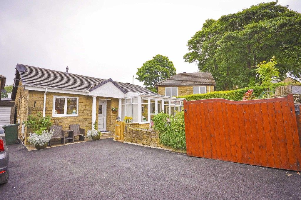 3 Bed Detached Bungalow Bungalow To Rent - Main Image