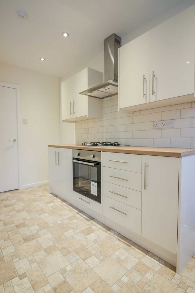 3 Bedroom Detached House To Rent - Image 15