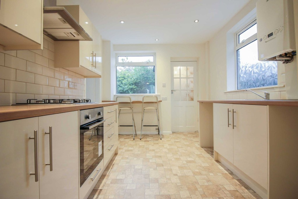 3 Bedroom Detached House To Rent - Image 8