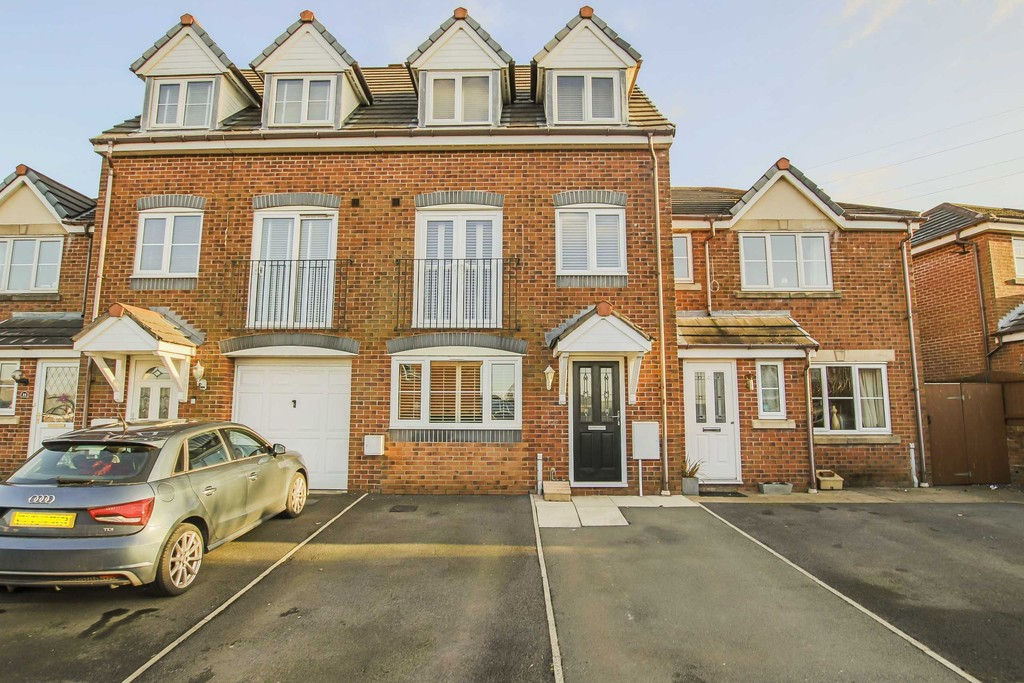 4 Bed Town House To Rent - Main Image