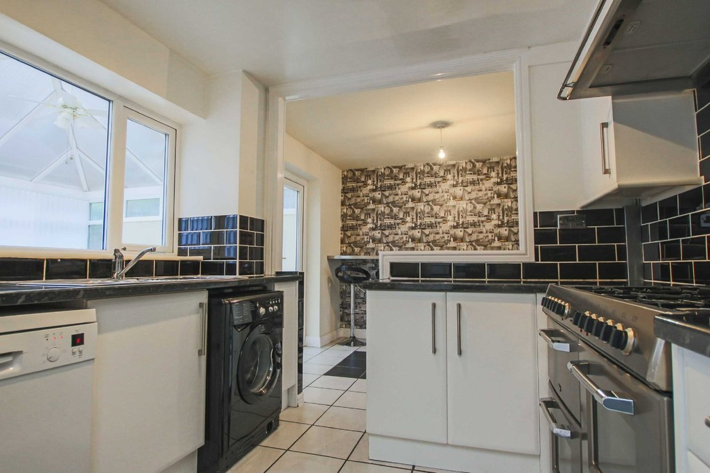 3 Bedroom Semi-detached House To Rent - Image 13