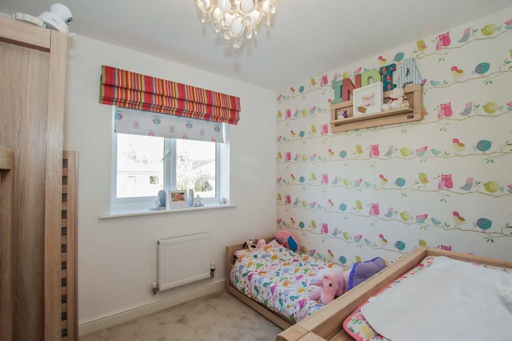 4 Bedroom Detached House To Rent - Image 15