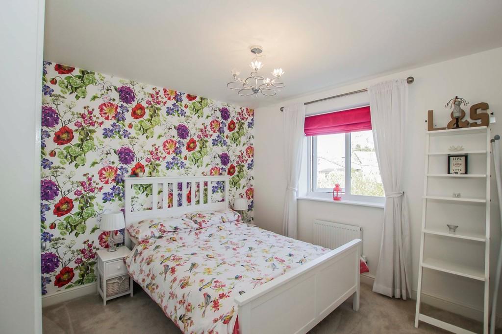 4 Bedroom Detached House To Rent - Image 7