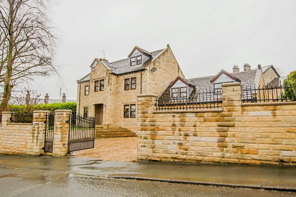 6 Bed Detached House To Rent - Main Image