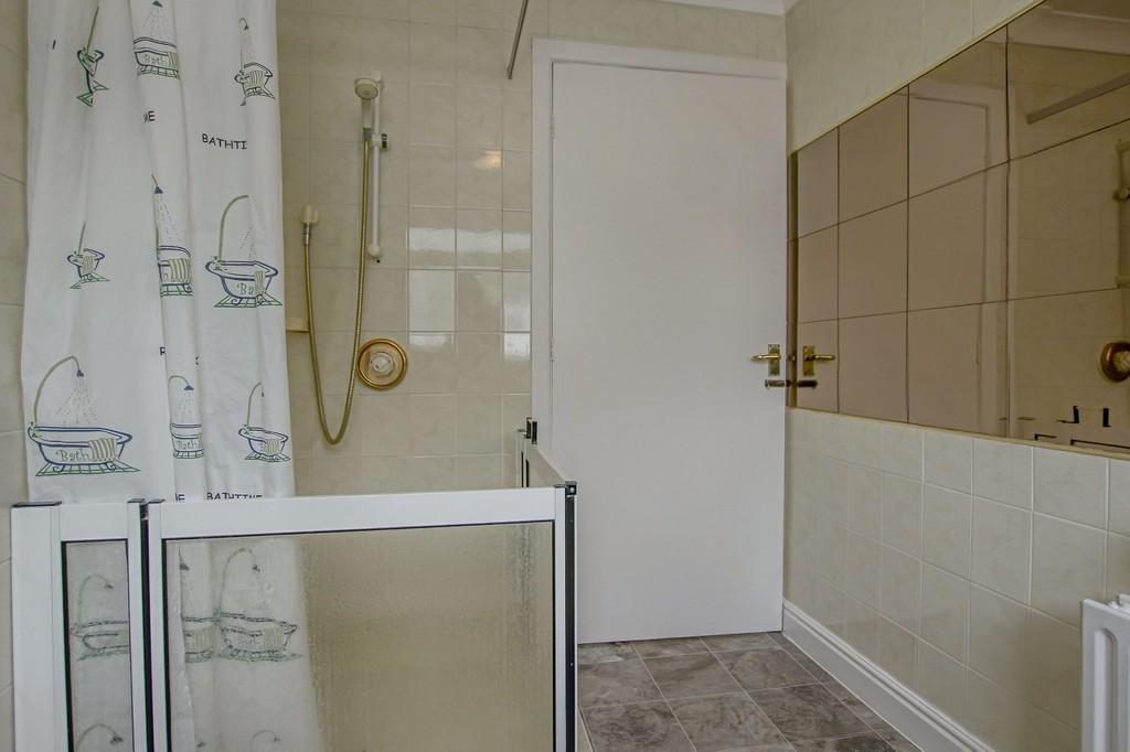 3 Bedroom Semi-detached Bungalow Bungalow To Rent - Image 2