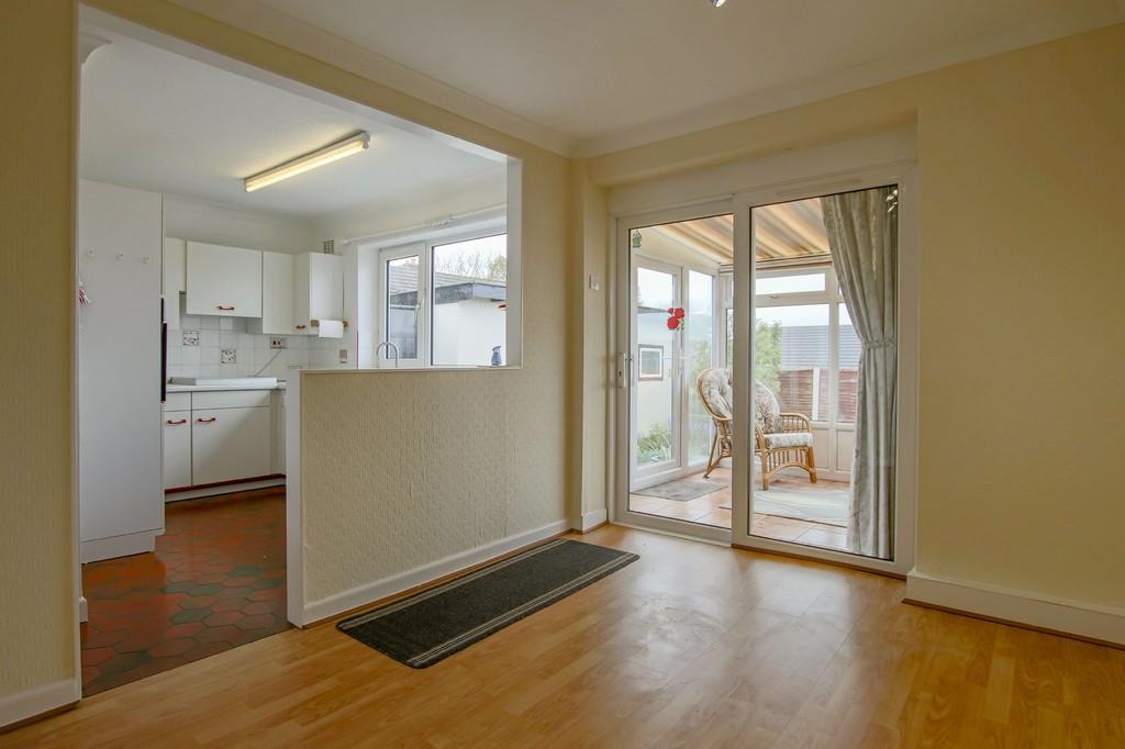3 Bedroom Semi-detached Bungalow Bungalow To Rent - Image 3