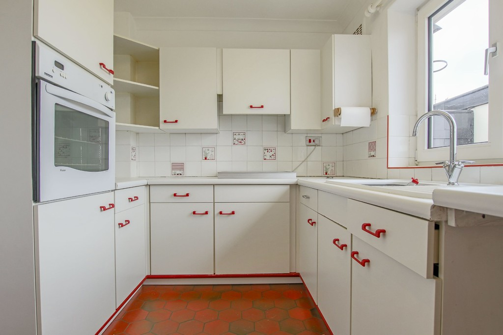 3 Bedroom Semi-detached Bungalow Bungalow To Rent - Image 5