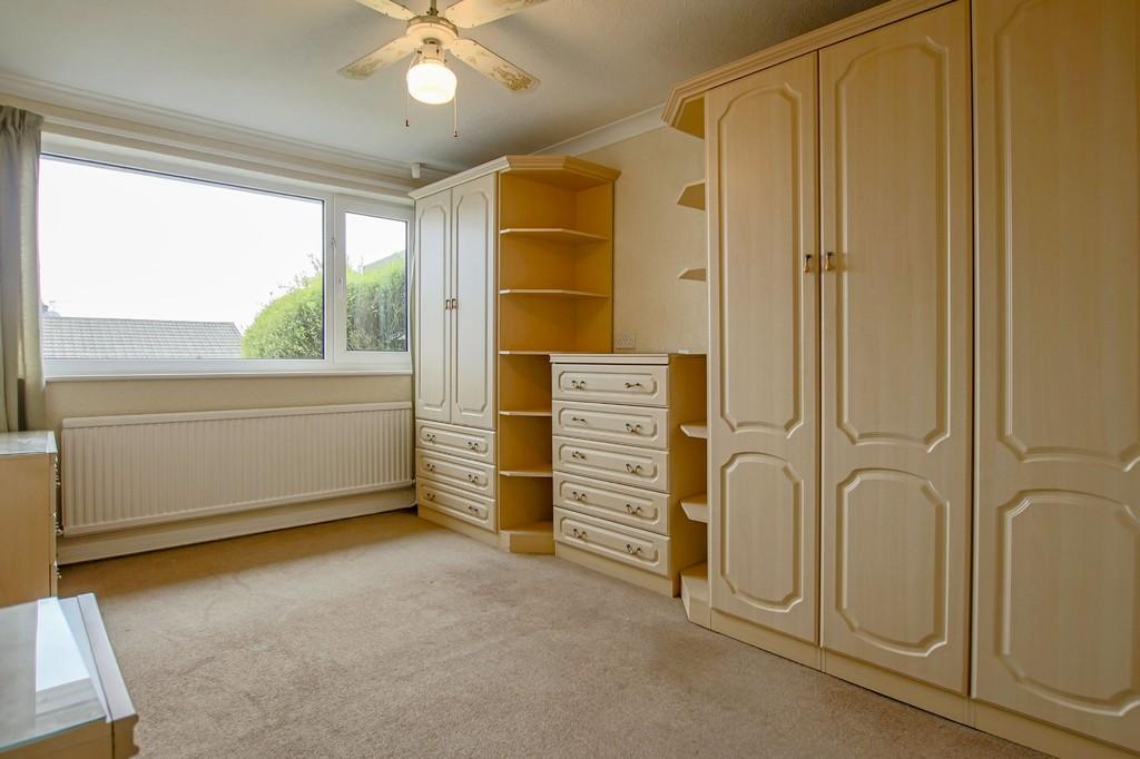 3 Bedroom Semi-detached Bungalow Bungalow To Rent - Image 9