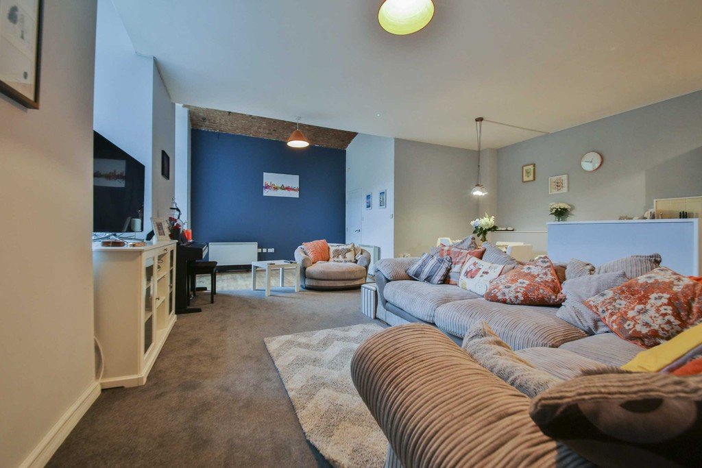 2 Bedroom Apartment Flat To Rent - Image 11