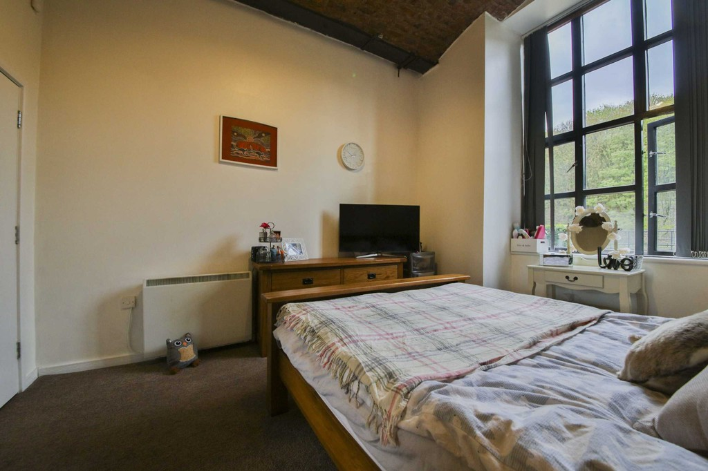 2 Bedroom Apartment Flat To Rent - Image 13
