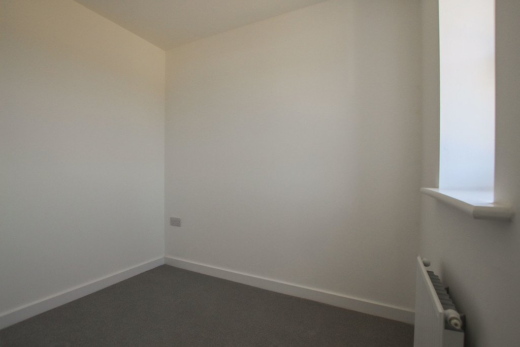 3 Bedroom Town House To Rent - Image 14