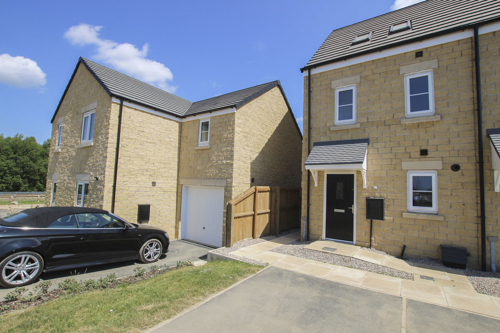 3 Bed Town House To Rent - Main Image