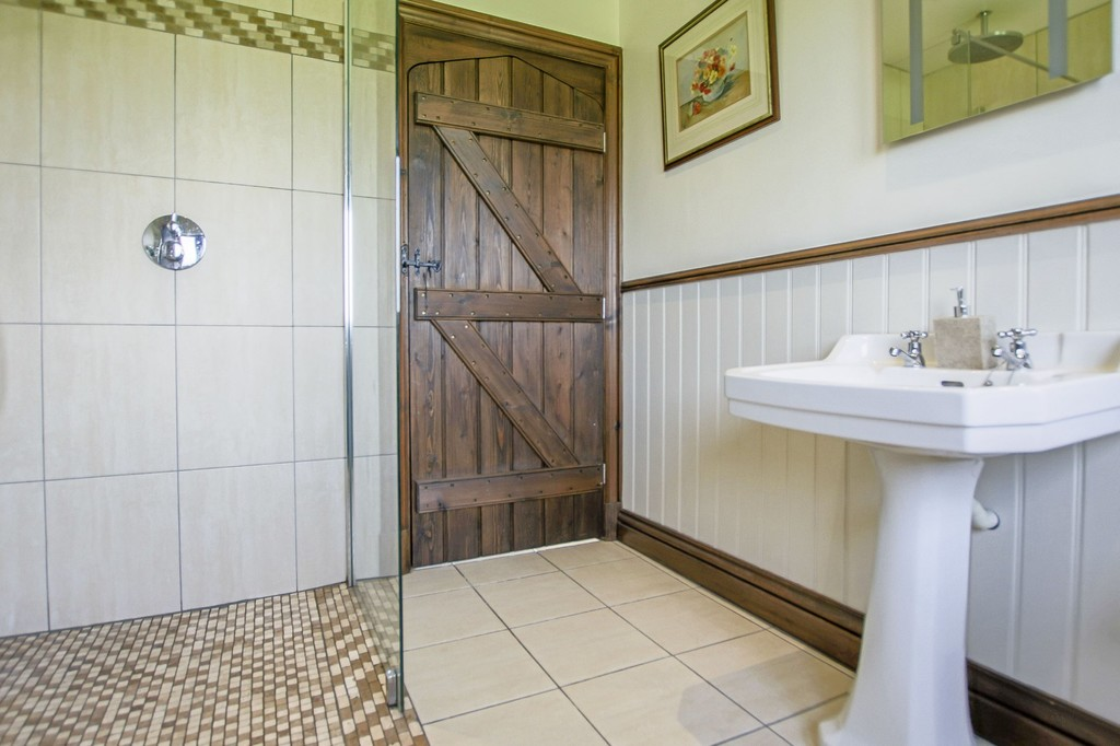 4 Bedroom Detached House To Rent - Image 30