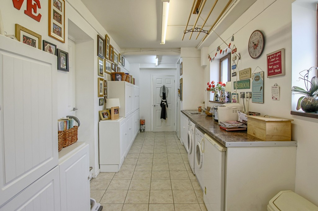 4 Bedroom Detached House To Rent - Image 32