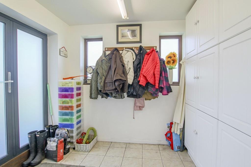 4 Bedroom Detached House To Rent - Image 33