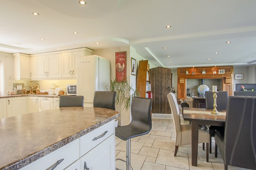 4 Bedroom Detached House To Rent - Image 35