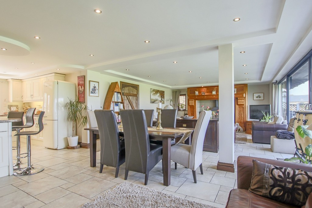 4 Bedroom Detached House To Rent - Image 36